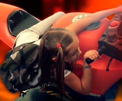 miña-8-años-en-un-simulador-de-motogp