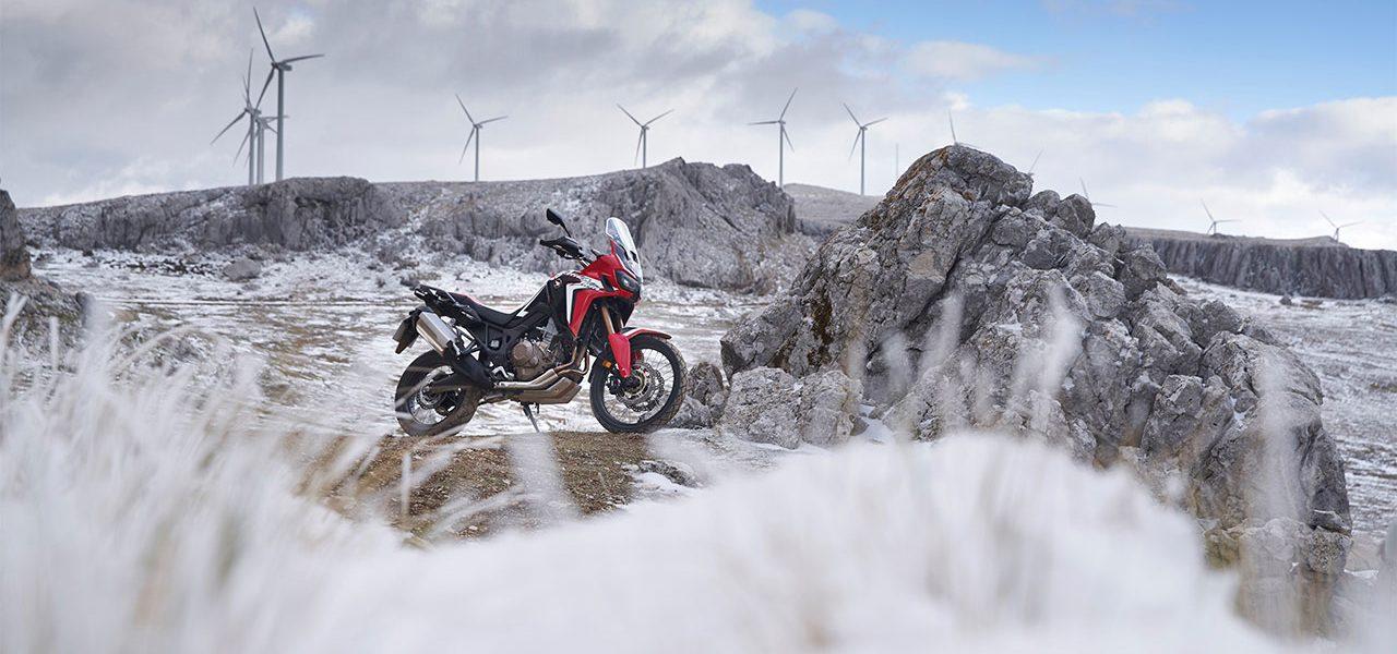 Cómo pilotar tu moto con viento, lluvia o nieve