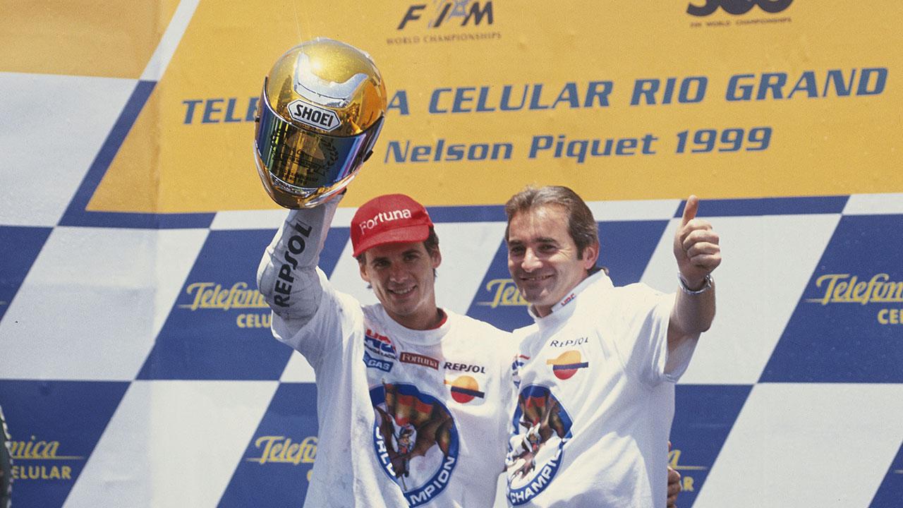Álex Crivillé celebrando el título de 500cc