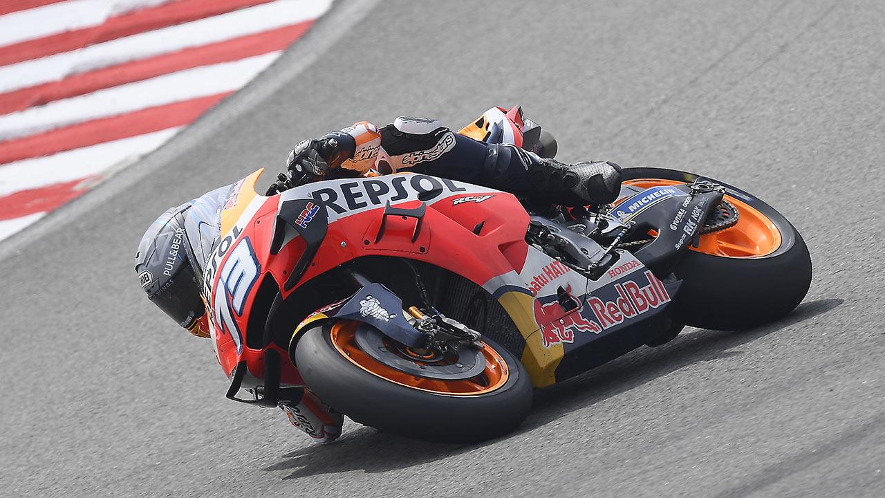 Álex Márquez tumbando en una curva con la RC213V