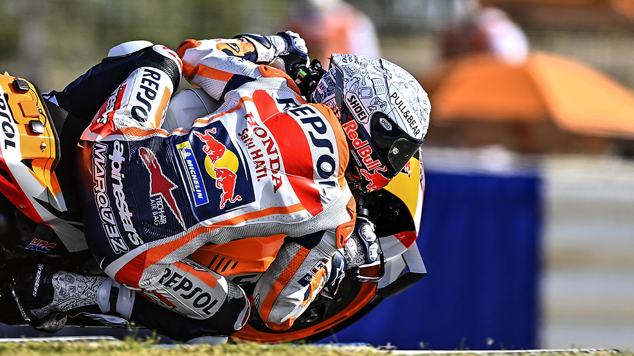 Álex Marquez tumbando la moto en el GP de España 2020
