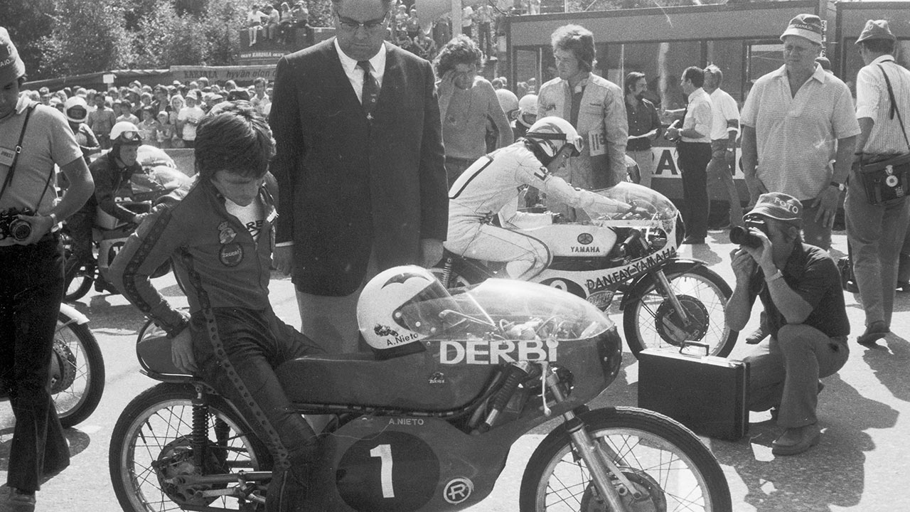 """Historia del motociclismo: Ángel Nieto y sus DERBI """"Balas rojas"""""""