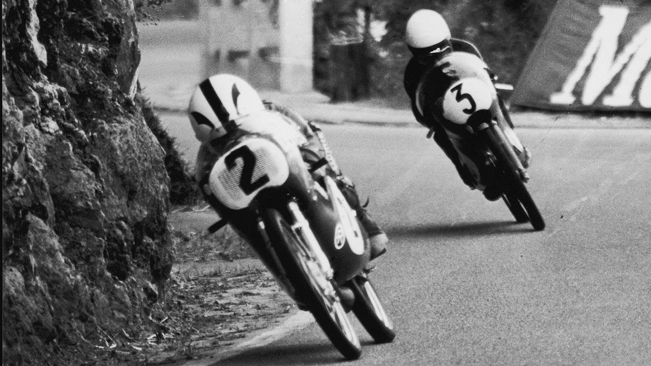 Ángel Nieto compitiendo sobre su Derbi 50cc en el GP de Yugoslavia de 1972
