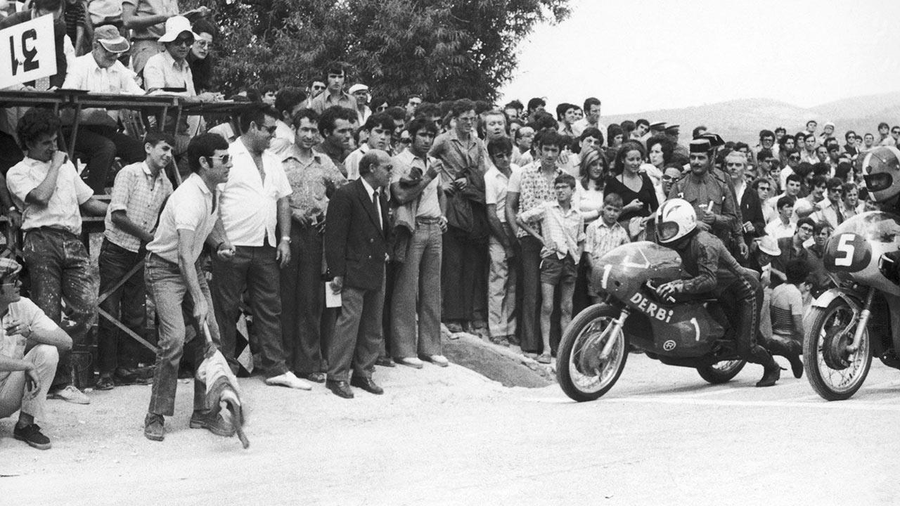 Ángel Nieto tomando la salida de una carrera