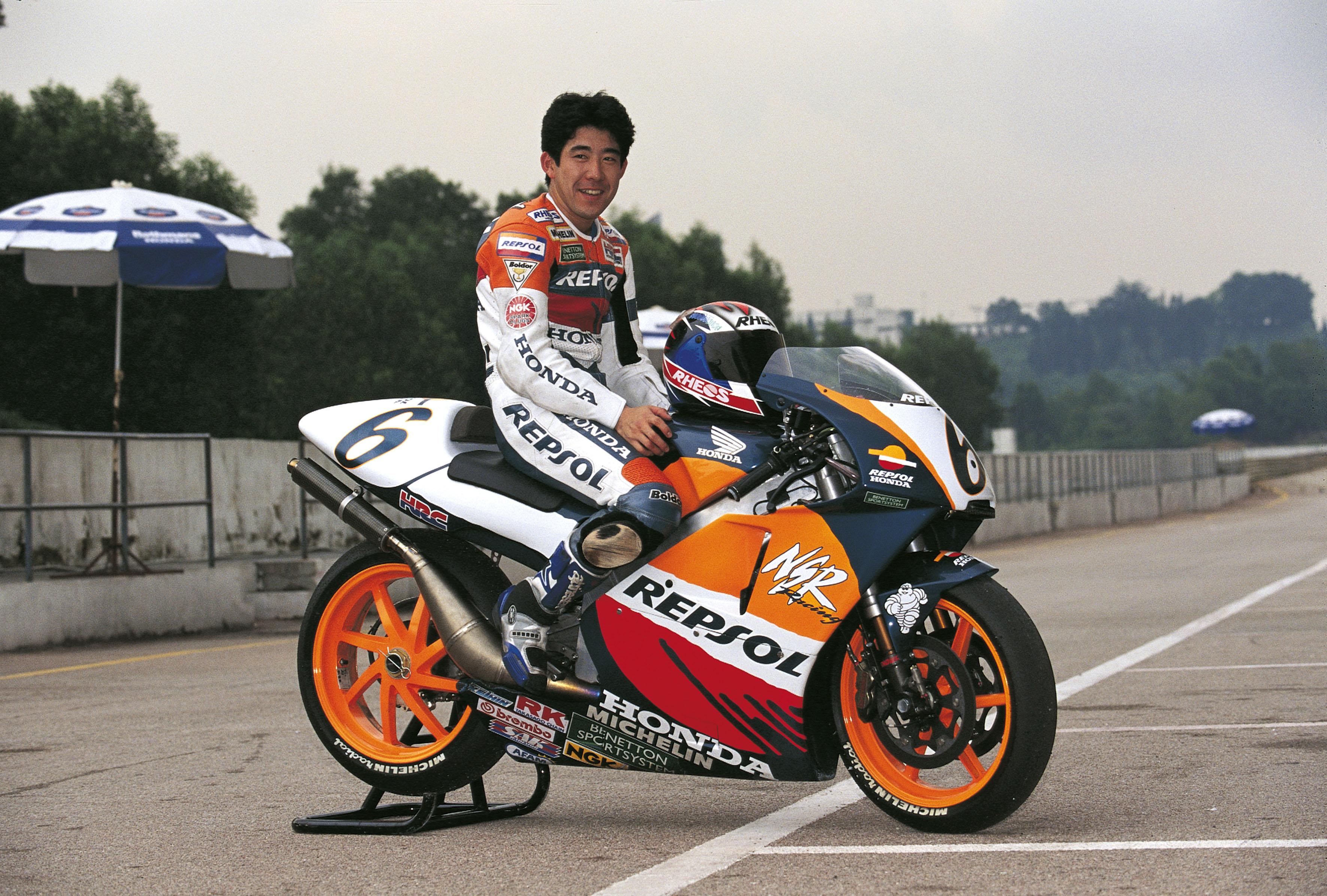 Tadayuki Okada sobre NSR500 parada