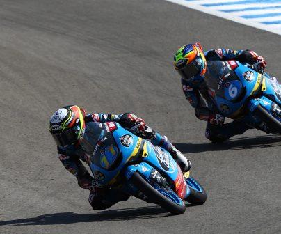 Sergio García Dols y Ryusei Yamanaka en pista durante el GP de España de Moto3 2020