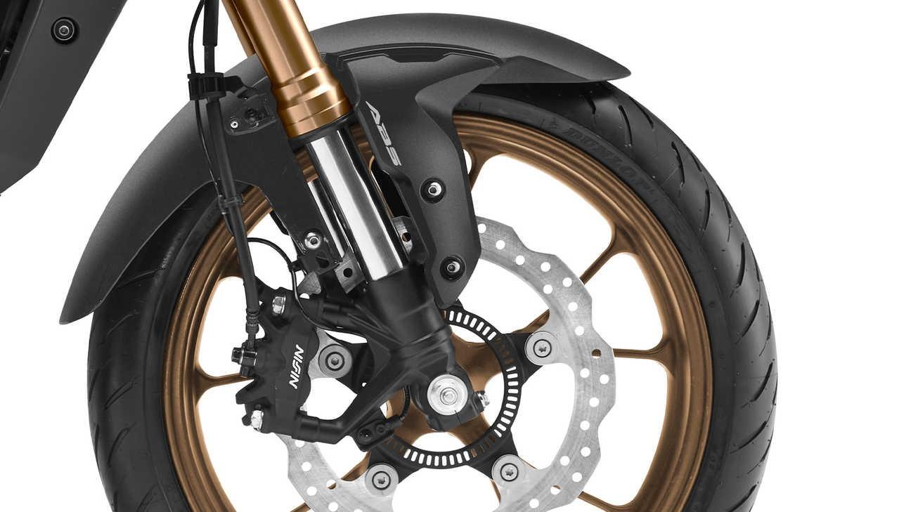 Llanta y freno de la Honda CB125R 2021