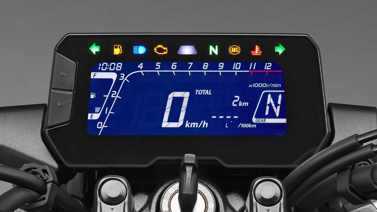Panel de mandos de la Honda CB125R 2021