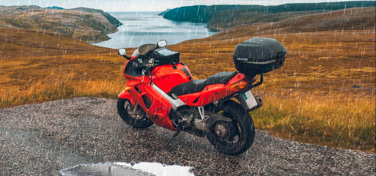 ¿Es tu moto resistente al agua? Dudas y curiosidades del agua en las motos.