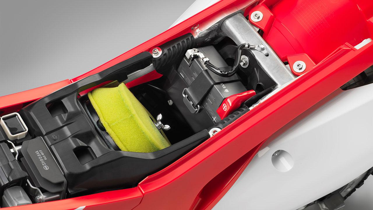 batería de moto, comprobar durante la desescalada en moto