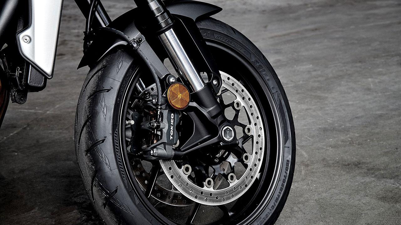 comprueba los frenos, neumáticos y suspensión en la desescalada en moto