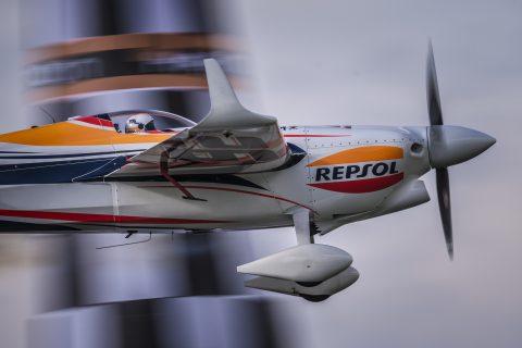 Juan Velarde volando en su Edge 540 V2