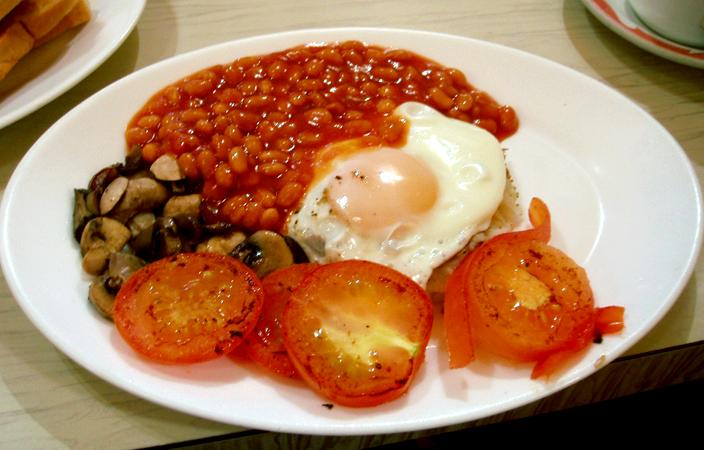 English Breakfast. Eggs, tomato, mushrooms and beans.