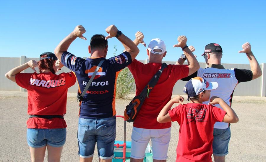 fans-nos-ensenyan-sus-camisetas-de-repsol-honda-y-marc-marquez