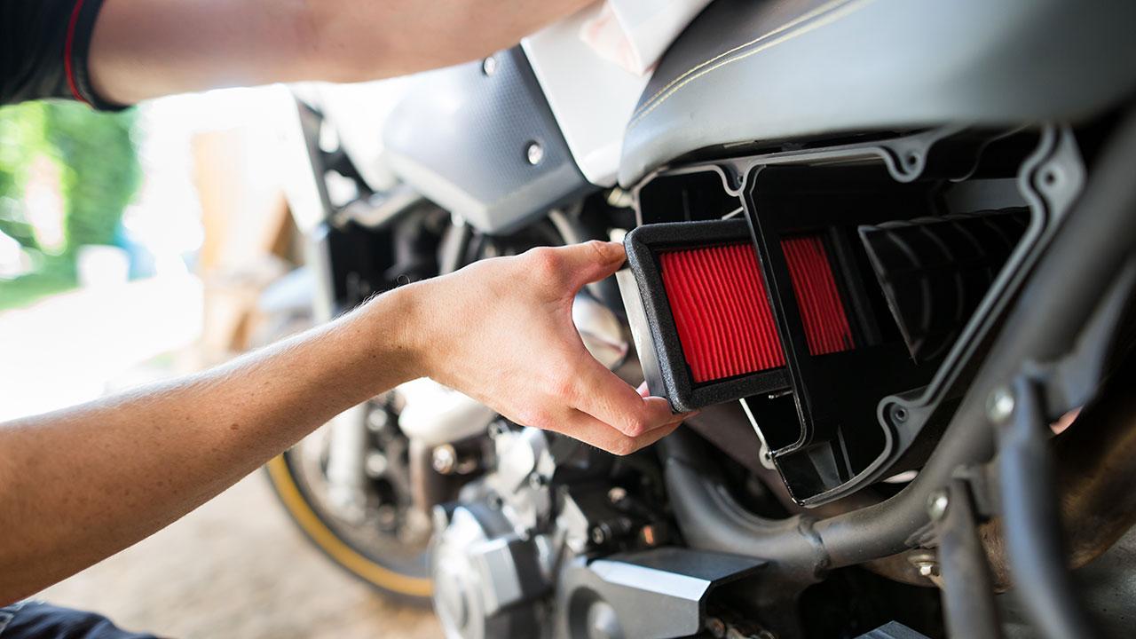cambio del filtro de aire a una moto