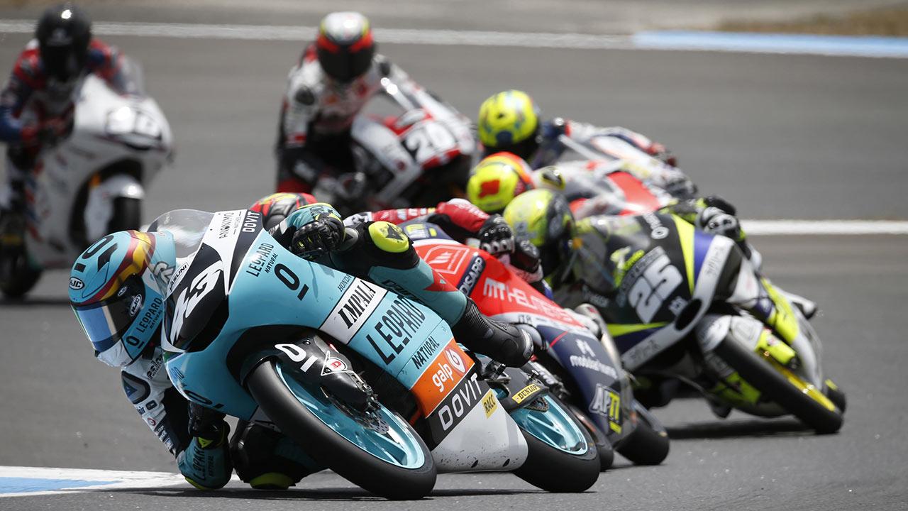 Pilotos de Moto3 del Fim Cev Repsol rodando en pista
