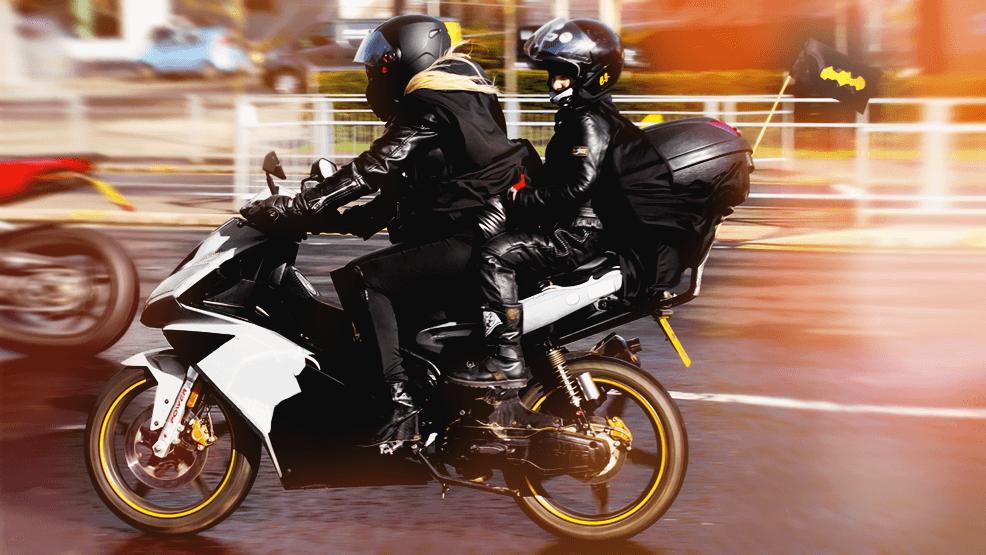 ¿A qué edad puedo llevar a mi hijo en moto?
