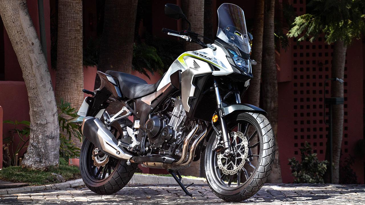 moto A2 honda cb500x aparcada