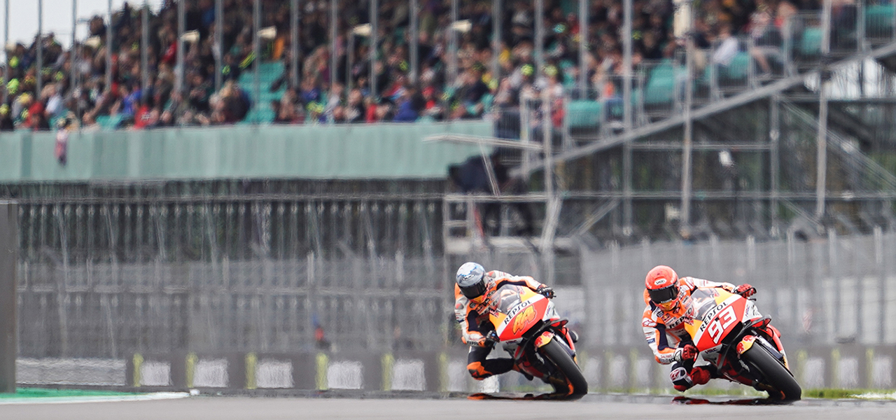 Márquez suffers scare on positive first day for Repsol Honda Team
