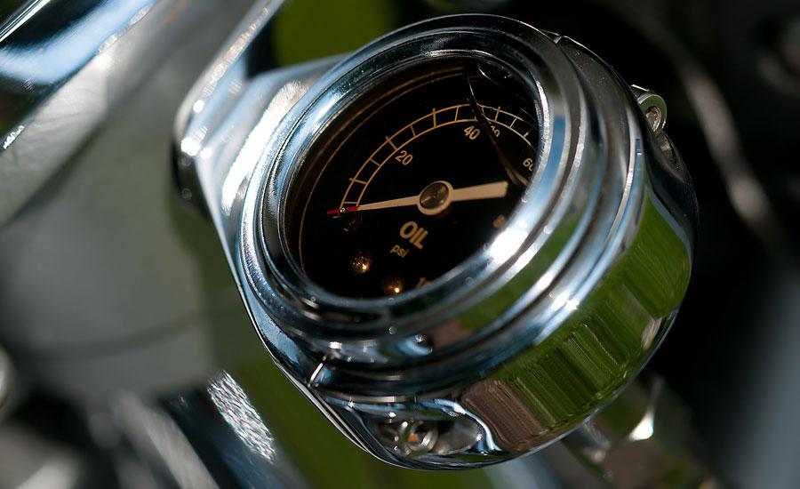 macro del medidor de temperatura de un moto