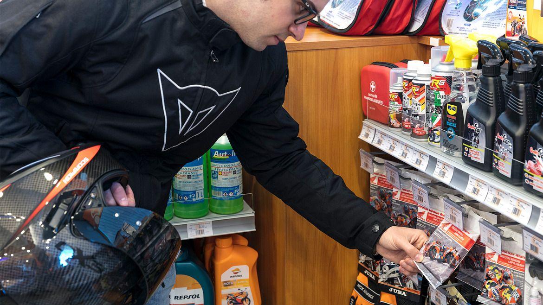 Tienda con productos para moto