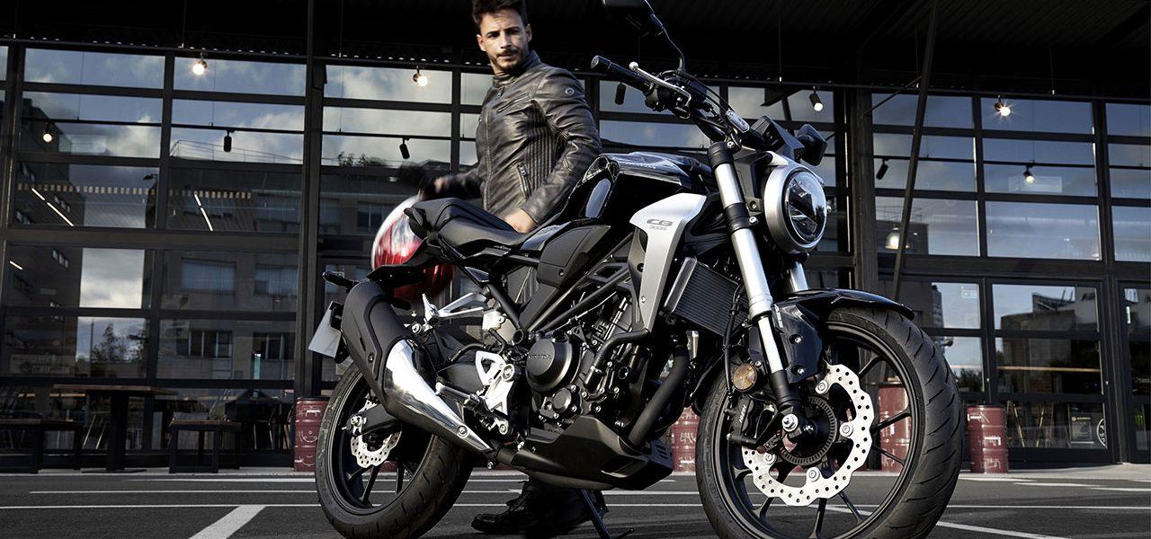 Fase 1 de la desescalada: ¿se puede salir en moto y viajar dos personas?