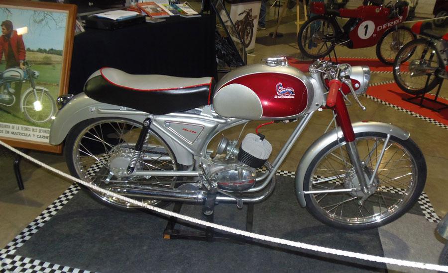 Ducson clásica expuesta en un museo del motor