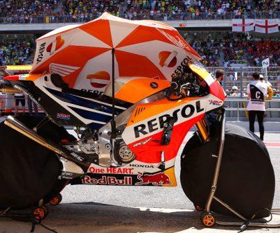 MotoGP con sombrilla