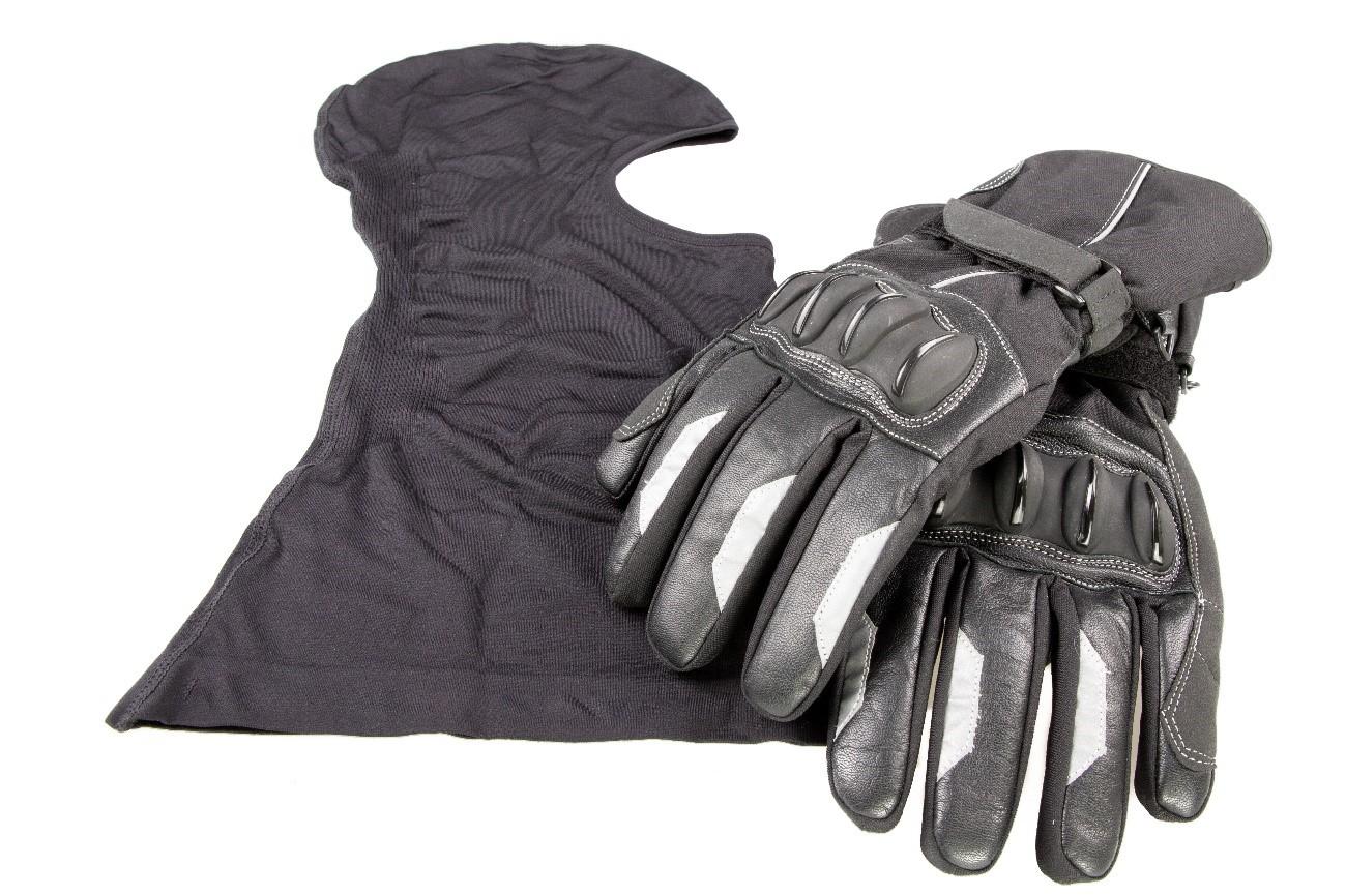 Pasamontañas y guantes de invierno para combatir el frío en moto