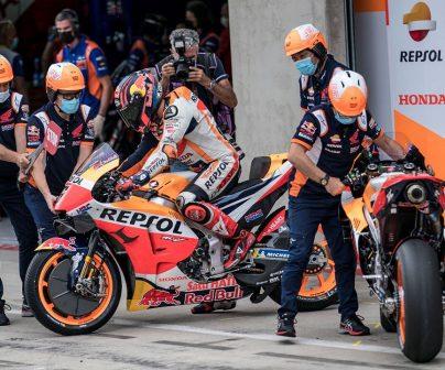 Equipo Repsol Honda en el pitlane