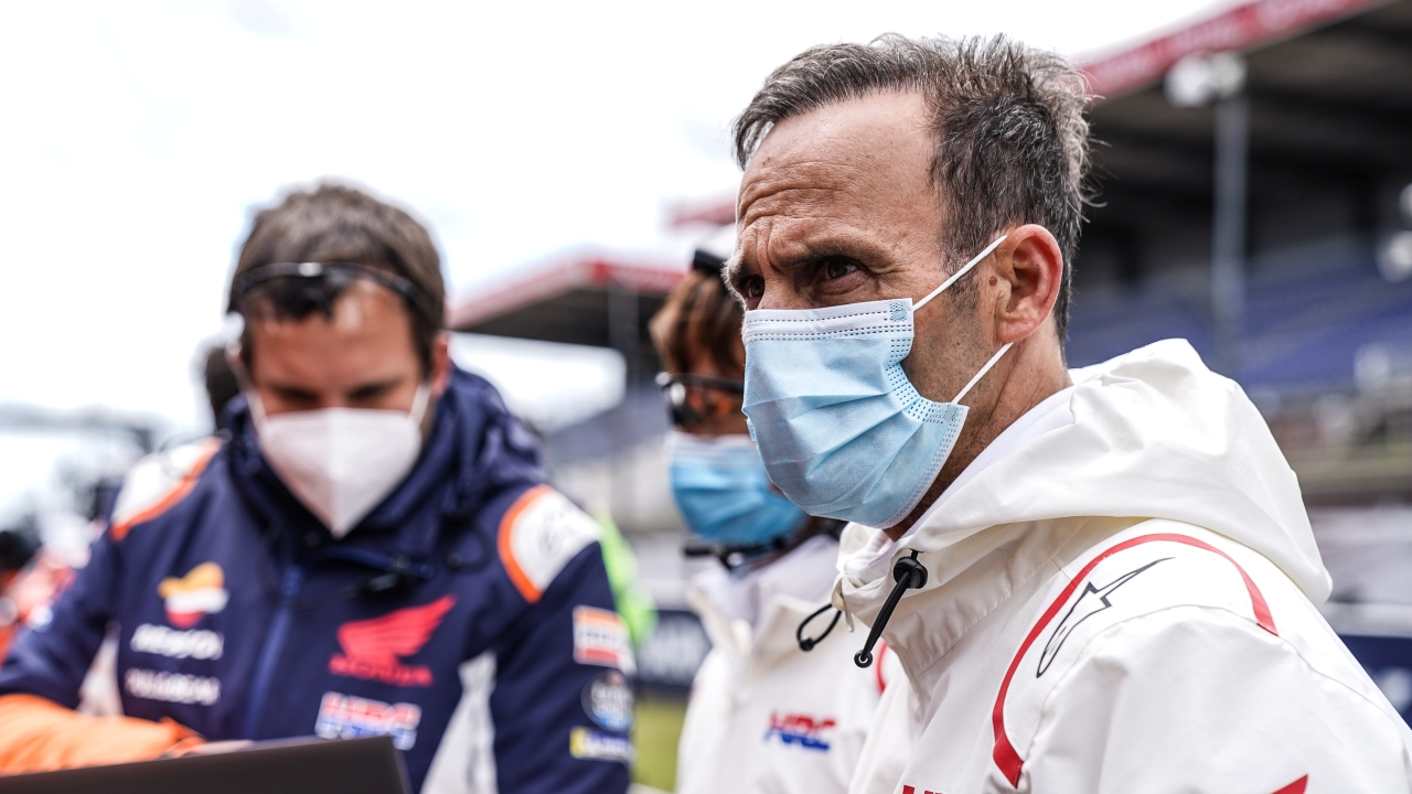 """Alberto Puig: """"Marc vio la posibilidad de ganar en Le Mans e incluso sin estar al cien por cien, lo intentó"""""""