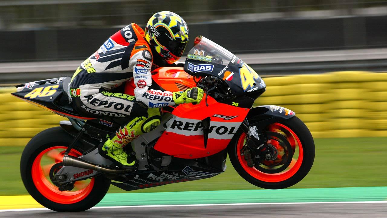 Valentino Rossi piloto repsol honda en acción sobre la Honda RC211V