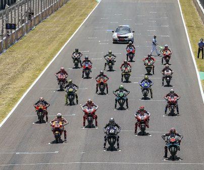 Pilotos en pista a punto de comenzar el GP de España 2020