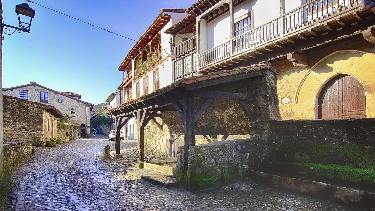 Calle antigua en Santillana de Mar