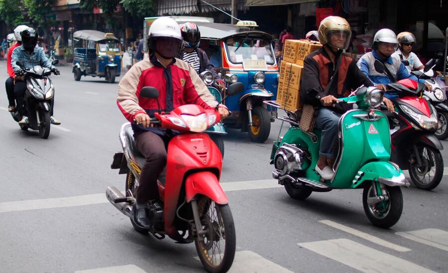 scooters_circulando_bangkok