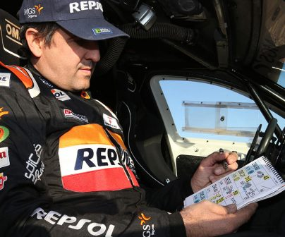 Txema Villalobos nos enseña el roadbook del rally dakar 2020