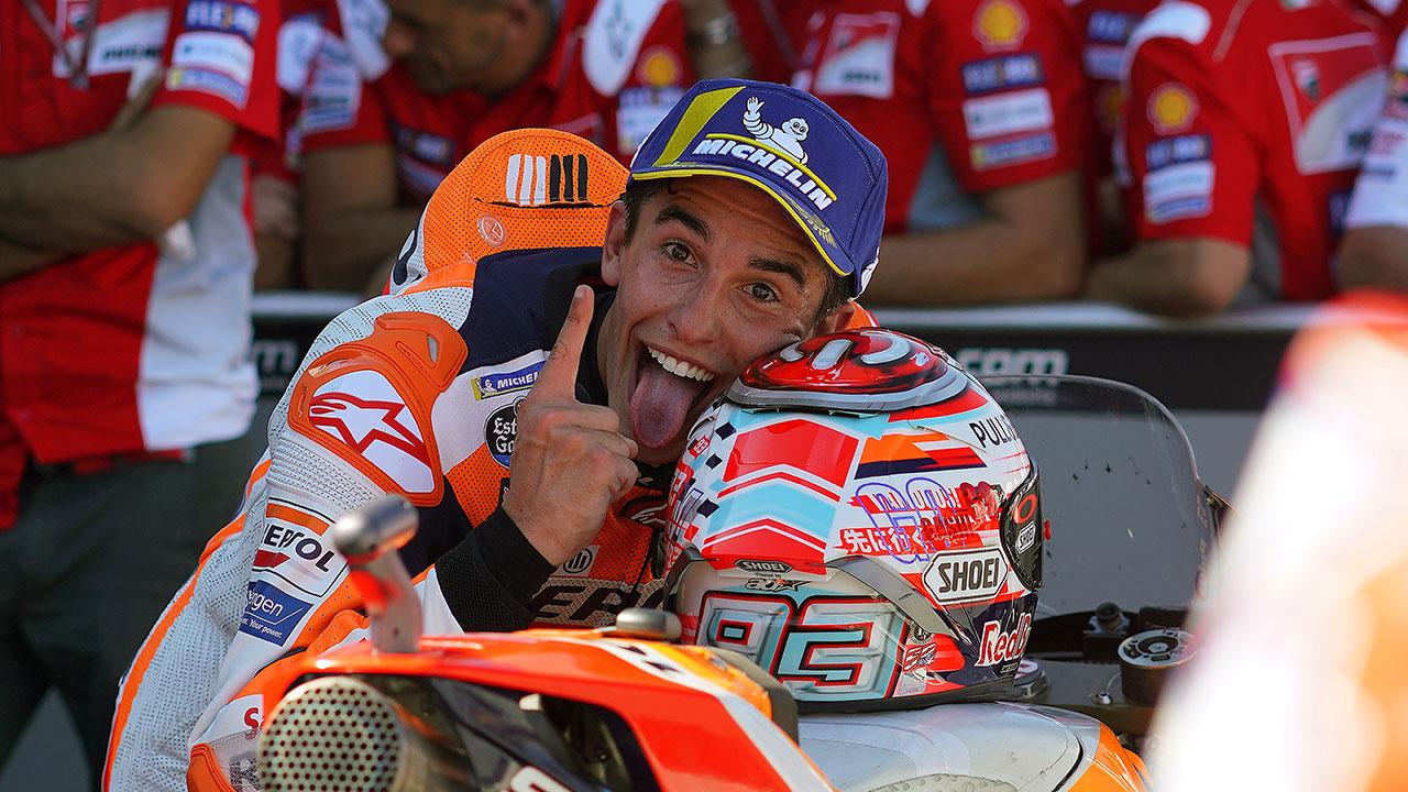 Marc Márquez celebrando su victoria en el GP de Aragón 2018