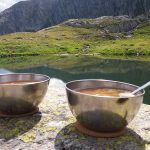 Warmer Snack am Gotthardpass