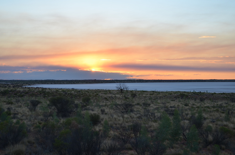 Sonnenuntergang am Salzsee in Australien Outback