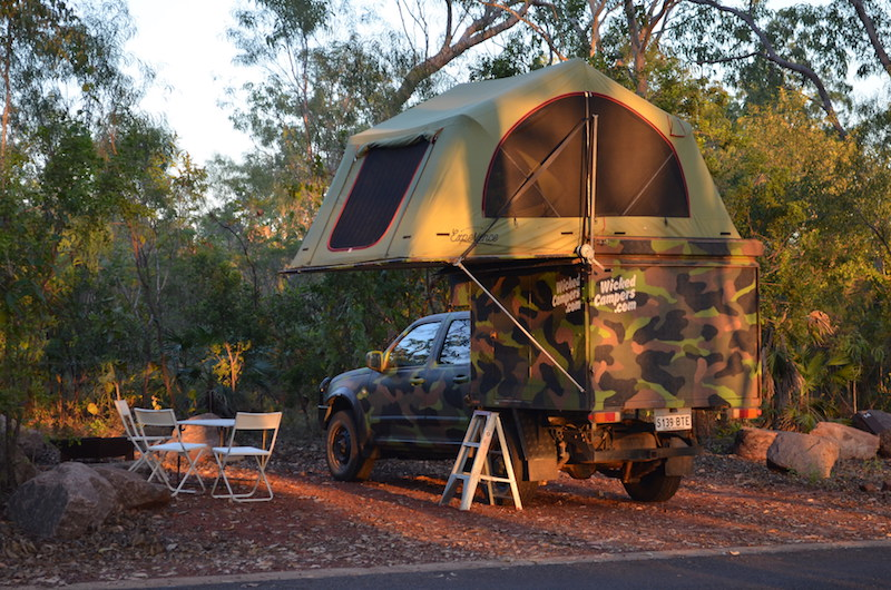 Camper mit Roof Top Tent