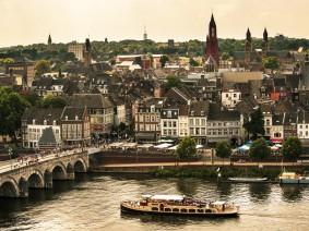 Dagtocht Boottocht naar 't Bassin en Maastricht