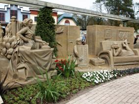 U-pas busreis Zandsculpturenfestijn