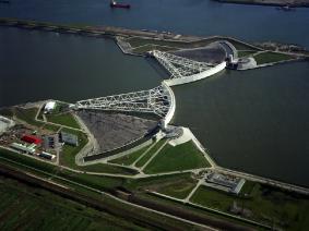Dagtocht Maeslantkering en met lijn 10 door Rotterdam