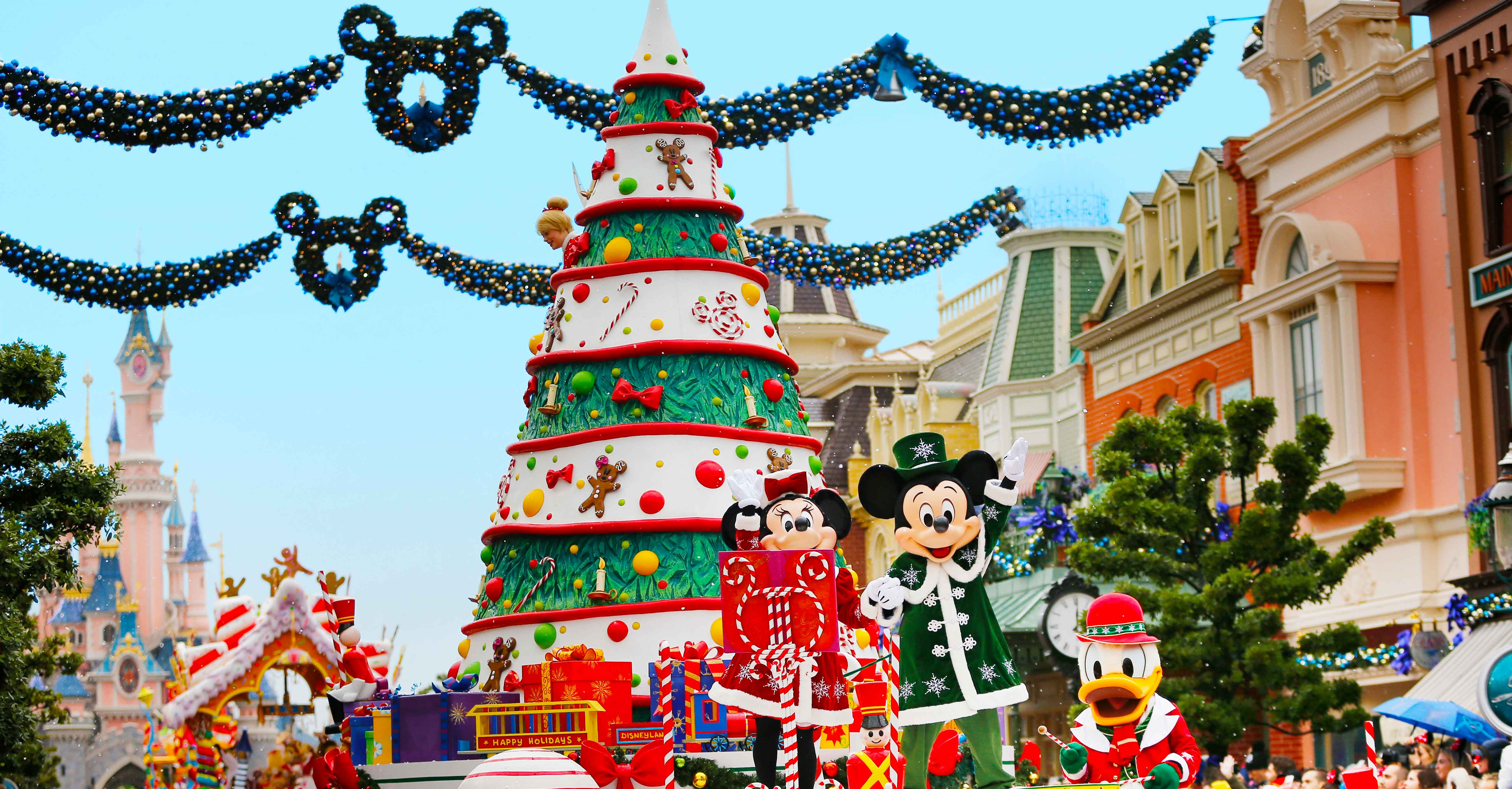 Disneyland Christmas.Disneyland Paris Christmas Season Low Prices Book With