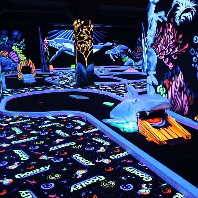 Goolfy - Black light Mini-Golf