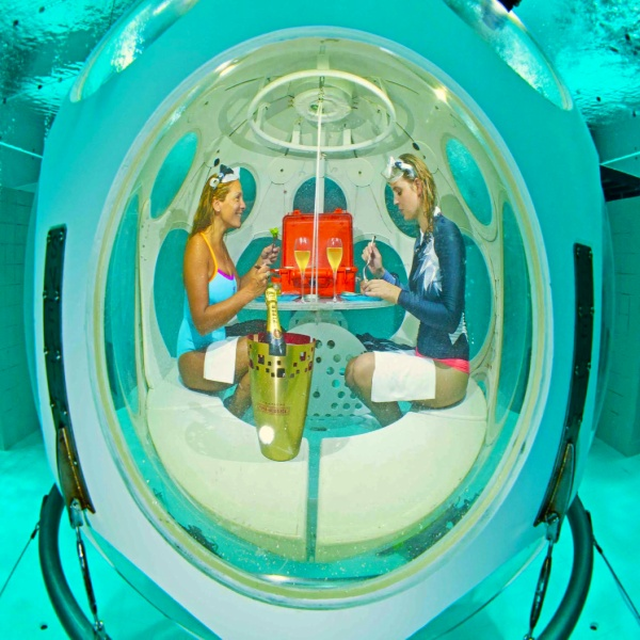 DEEP DINNER - the 1st permanent UNDERWATER RESTAURANT in the world! :: © © NEMO33