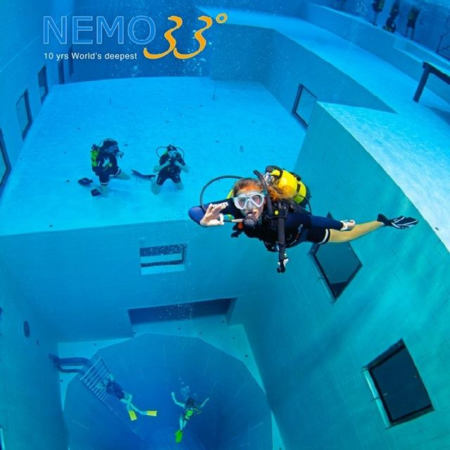 Nemo33, world's deepest diving pool in Brussels :: © © NEMO33