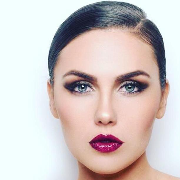 Valeria T - W cast