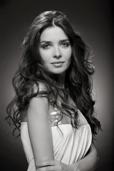 Anita L - W cast