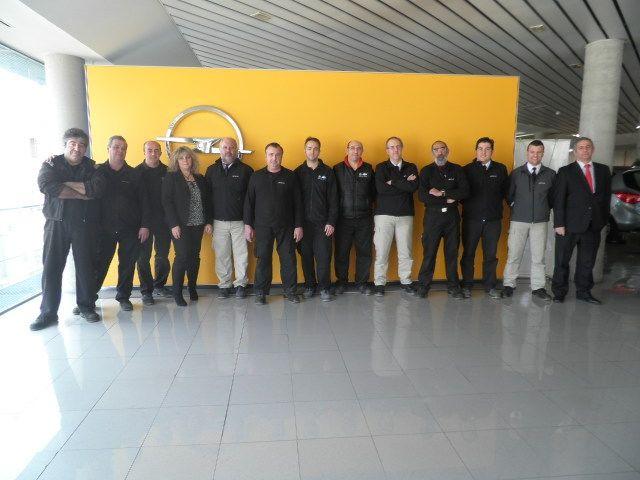 Ibericar Technik recibe el galardon Reparador Opel 2014